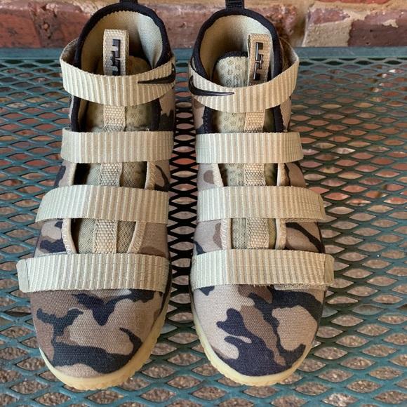 69dde63a7547 Nike LeBron Soldier 11 FlyEase hightop sneakers. M 5bfa067d2e147882454a2f9d
